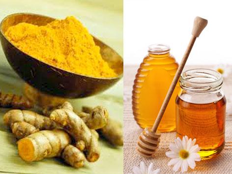 trị mụn bọc bằng mật ong và nghệ