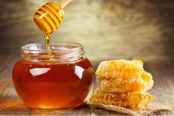 trị mụn bọc tại nhà bằng mật ong