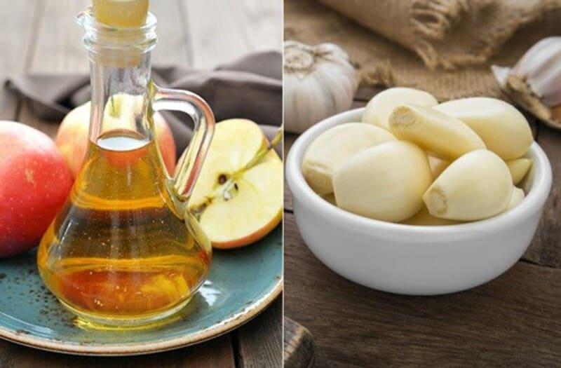 Tỏi và giấm táo trị mụn bọc tại nhà