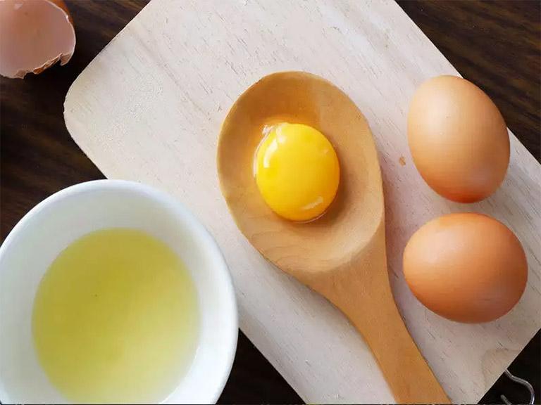 trị gàu bằng trứng gà đơn giản