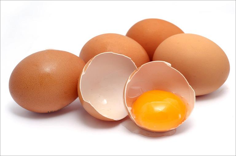 cách dùng trứng gà trị mụn bọc