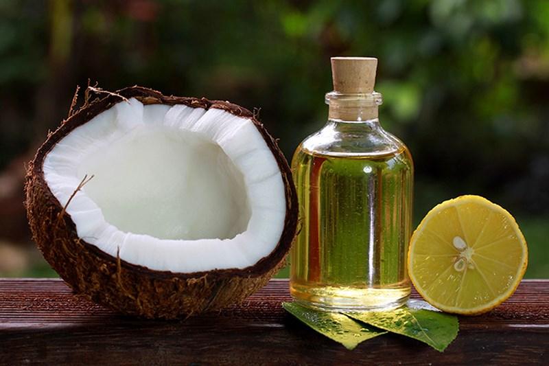Trị gàu bằng dầu dừa và nước cốt chanh