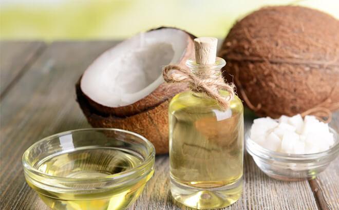 trị mụn ẩn bằng dầu dừa tại nhà