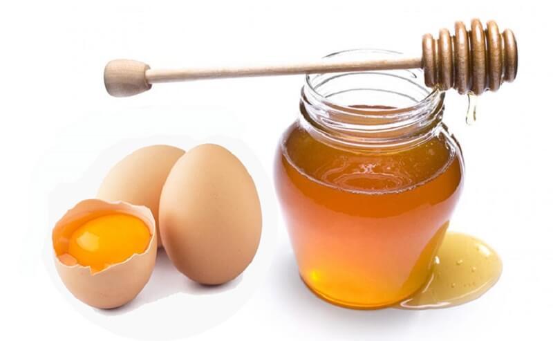 Trị thâm mụn bằng mật ong và lòng đỏ trứng gà