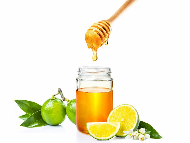 Trị thâm mụn với mật ong và nước cốt chanh