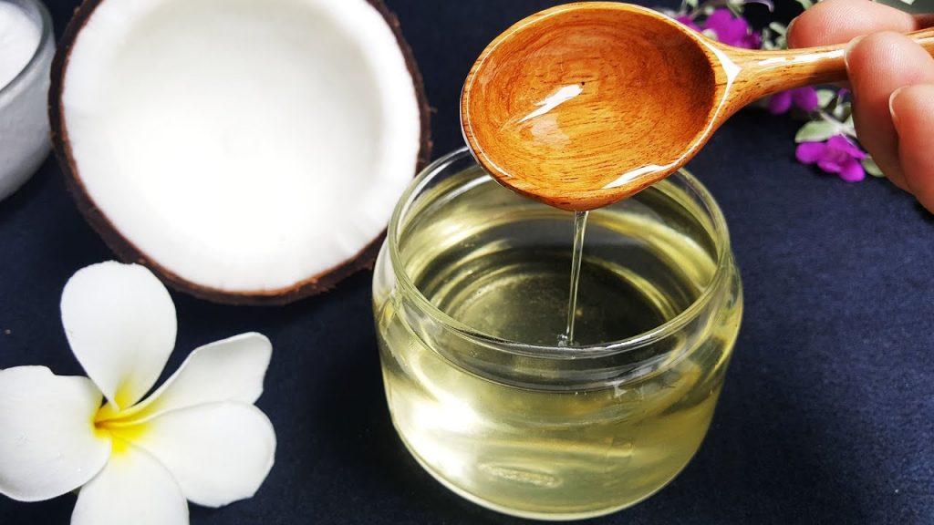Cách làm trắng răng bằng muối và dầu dừa